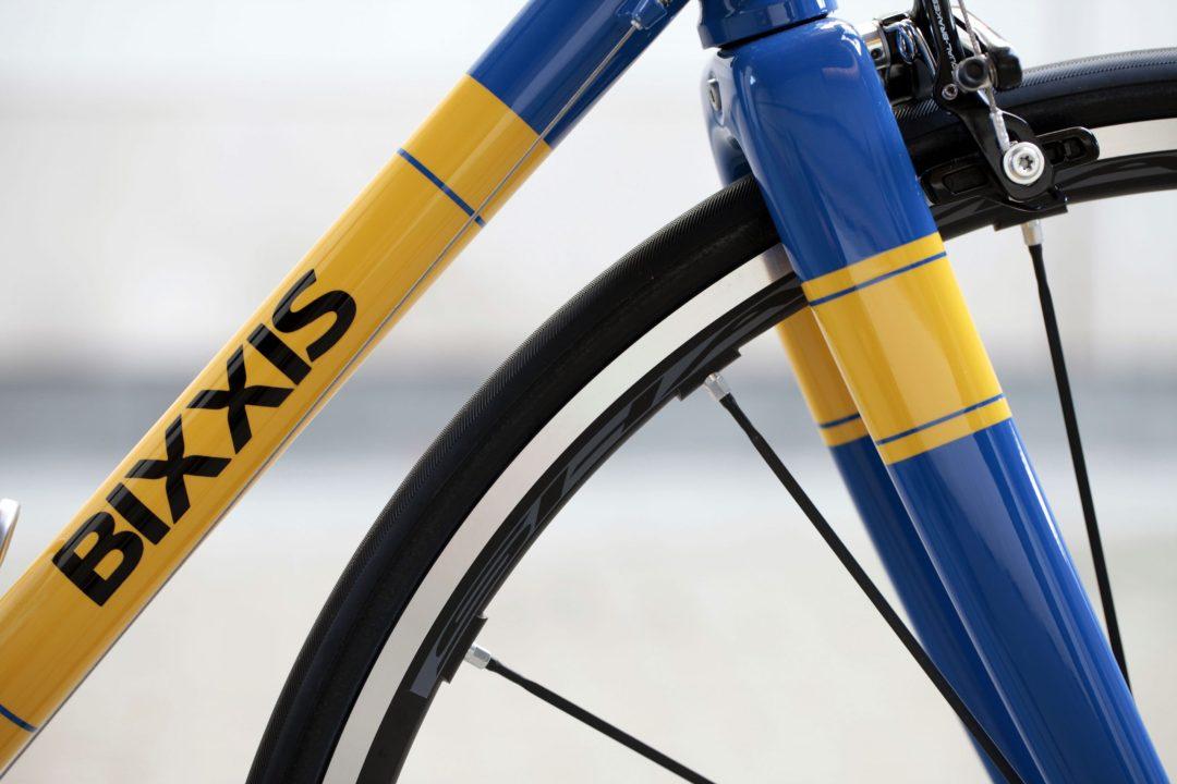 07Dettaglio tubo diagonale, forcella e ruota di Bixxis Prima, bicicletta artigianale in acciaio realizzata a mano da Doriano De Rosa 005