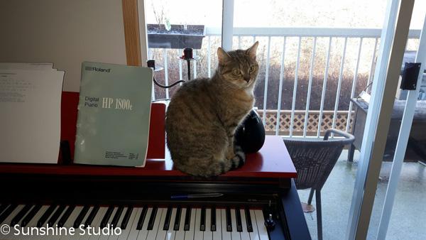mia-on-piano-1
