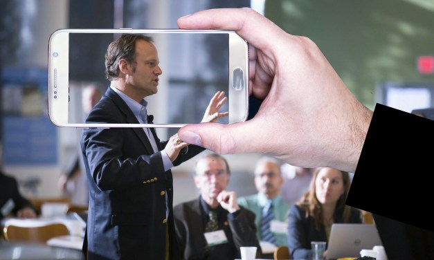 Tips for Public Speaking: the Dos and Don'ts of Gesturing