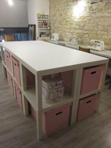 détournement de meubles ikea permet de ranger son atelier couture facilement en fabricant une belle table de coupe