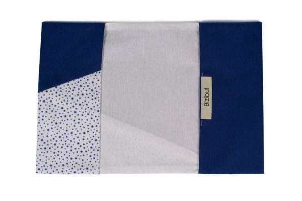 protège carnet de santé bleu et blanc à étoiles bleues vue intérieure