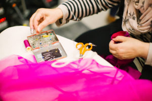 Les cours de couture hebdomadaires à l'atelier Bizibul (Nantes, 44), se déroulent à l'année ou au trimestre. Des leçons de couture avec vos projets DIY au choix. Des livres de patron de couture sont à disposition pour choisir son projet couture. Les cours de couture se déroulent à Port St Père près de La Montagne, Bouaye, Saint-Jean de Boiseau, Rouans et Cheix en Retz.