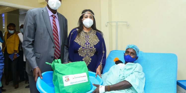 Baringo County Governor, H. E .Stanley Kiptis (L), and Safaricom Foundation Trustee, Rita Okuthe (C), hand over a Mama Pack to Alfin Kibet (R) a new mother at the newly equipped maternity at Baringo County Referral Hospital - Bizna Kenya