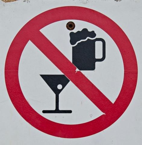 WRACA PROHIBICJA. PIS UCHWALIŁ USTAWĘ O OGRANICZNIU SPRZEDAŻY ALKOHOLU