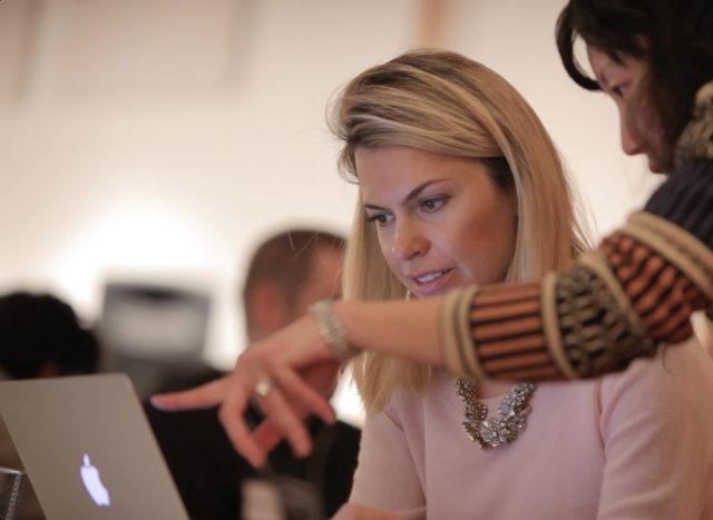 """Biznesmenja shqiptare që ka kompani 10 milionë $ në Amerikë, apel të rinjvë tanë: """"Ulni kokën e punoni"""""""