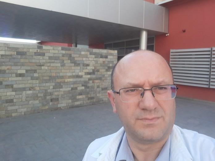 QSUT/ Mjeku me titullin profesor përfundon roje: Mendoj të largohem nga Shqipëria!