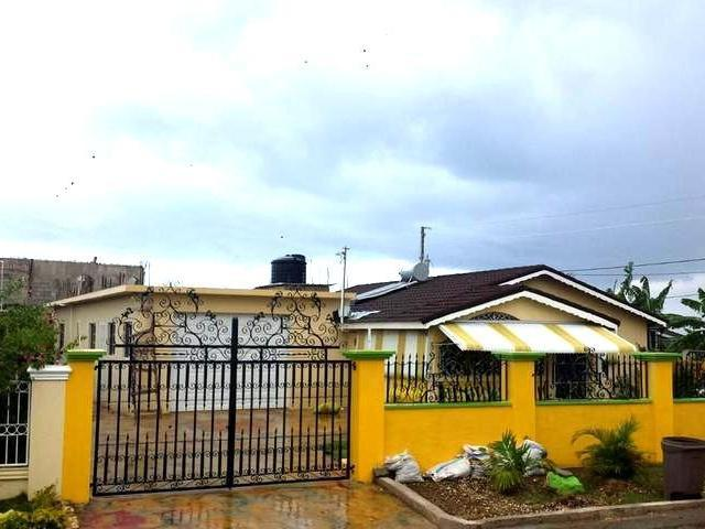 Furnished 4 bedrooms 4 bathroom house within gated community minutes away from beach, shopping and commercial area of Falmouth