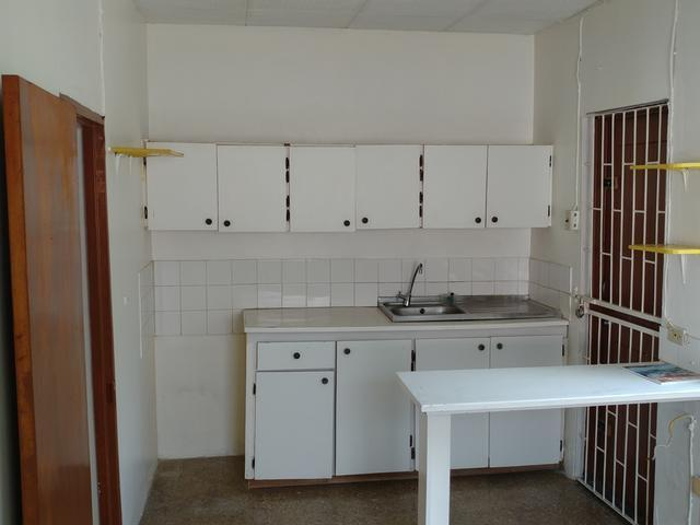 Compact studio flat, with its own bathroom and kitchen for rental
