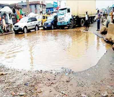 FG To Begin Restoration Of Lagos-Abeokuta Expressway