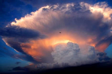photo-of-the-day-mushroom-like-cumulonimbus-storm-cloud