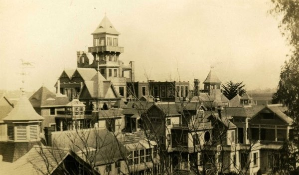 La Winchester House prima del terremoto del 1906.
