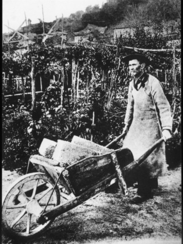 Cheval-with-his-Wheelbarrow