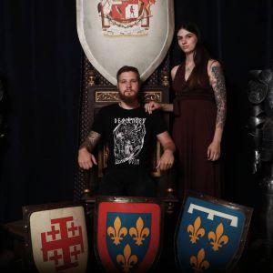 couple viking dans un decor medieval au Puy du Fou