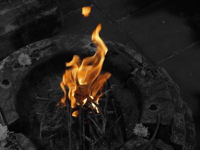 asatrù les heathens se reunissent souvent pour celebrer des rituels autour d'un feu, honorer les ancêtres ou discuter