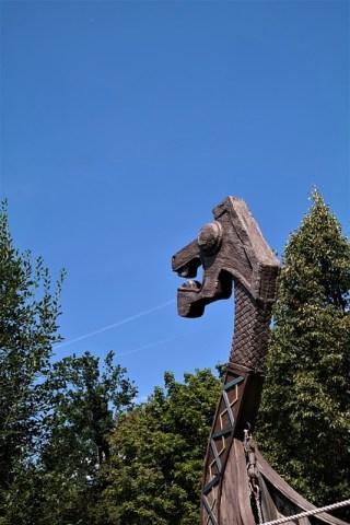 tête de dragons à la proue d'un navire viking