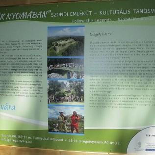 ... a info tabuľa o histórii hradu.