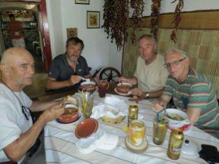 Vidiecka reštaurácia v Nagybörzsöny, spojená s výrobou a predajom lekvárov a štiav. Porcie boli bohaté a chutné, len pre pivo sme museli chodiť do neďalekého bufetu. Nemajú licenciu na alkohol.