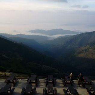 Pohľad ráno zokna Štefánikovej chaty.