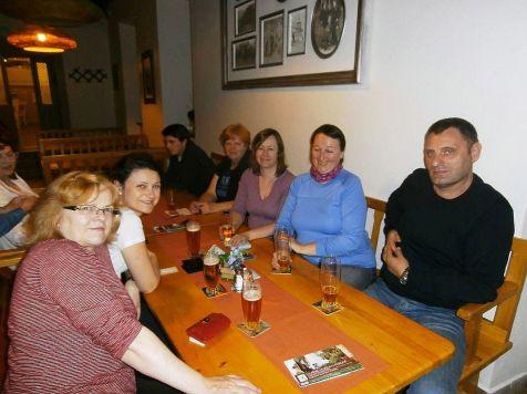 Po večeri (a pive) nás napadlo posadať si ...
