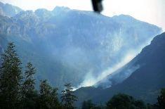 Vraciame sa do Vusanje pre b) skupinu a stále vidíme horiace lesy.