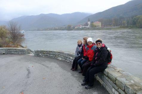 Čakanie na ostatné skupiny a prechádzka po nábreží Dunaja.