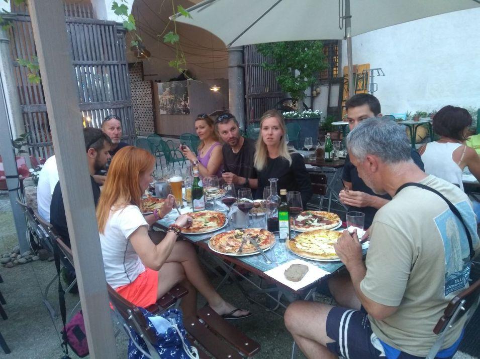 Nakoniec feratisti aj plážisti ukončili deň spoločnou poslednou večerou v Arcu.