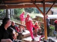 V altánku penziónu Zeleni Preslap sme úspešne ukončili turistiku domácou skvelou rakijou.