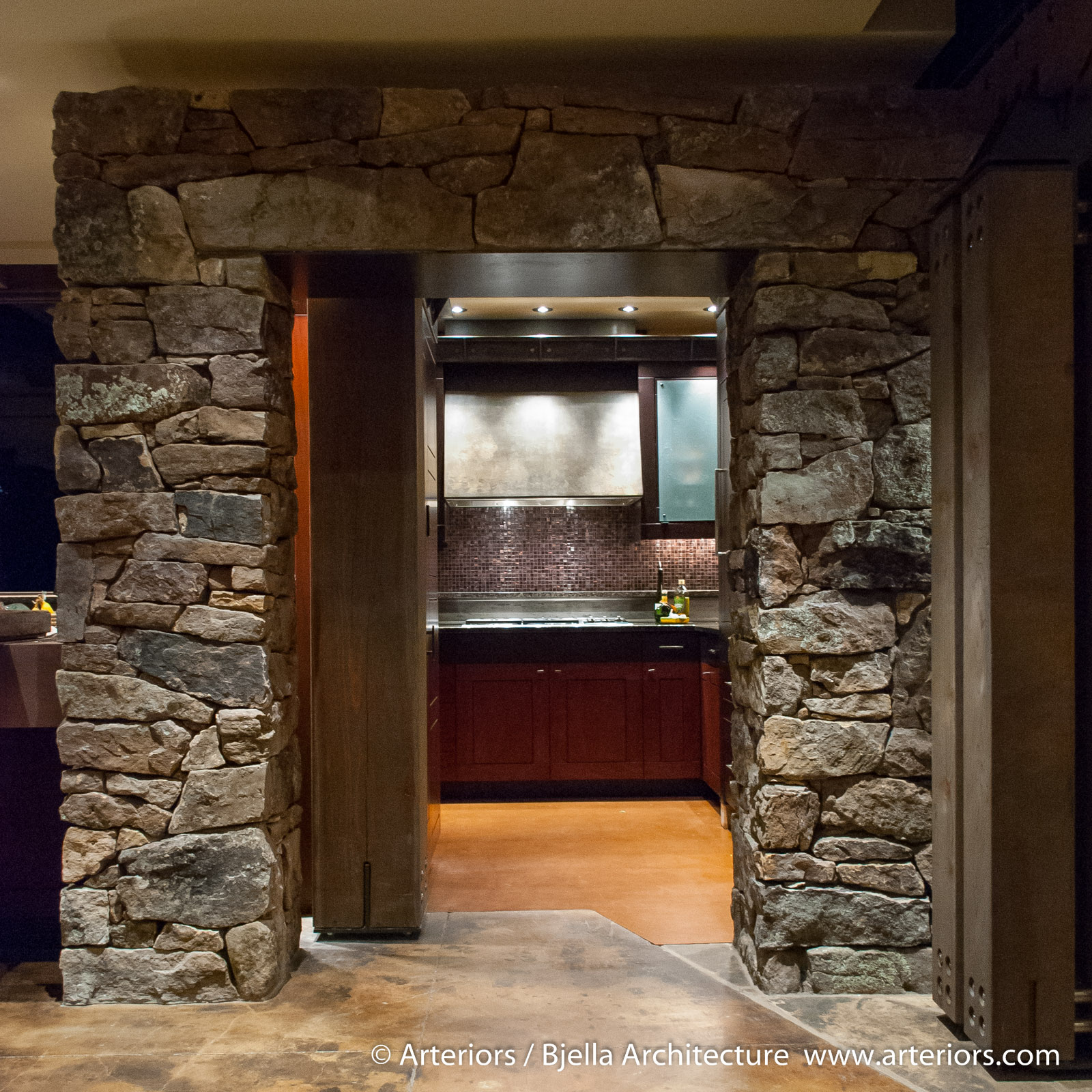 heavy-timber-mountain-lodge-kitchen-by-tim-bjella-of-arteriors-architects-4