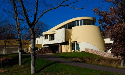 Bjella-Architects-Modern-Sculptural-Curved-House