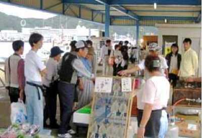 生鮮マグロ水揚げ量日本一!勝浦漁港にぎわい市場