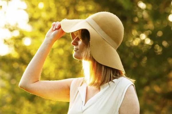 沖縄旅行の持ち物③熱中症防止のために!ツバの広い帽子