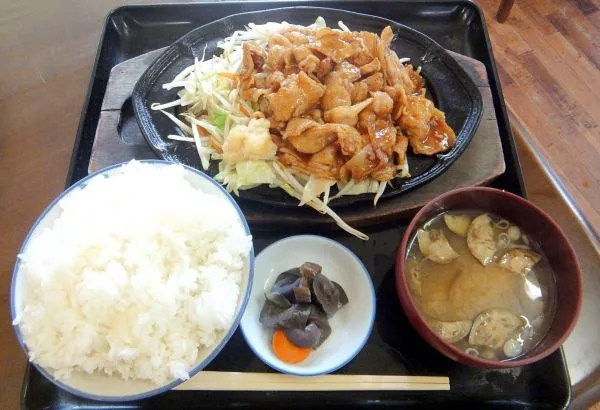 神奈川県超大盛りデカ盛りグルメ⑧すべてが山盛りの定食!秦野・みや古食堂