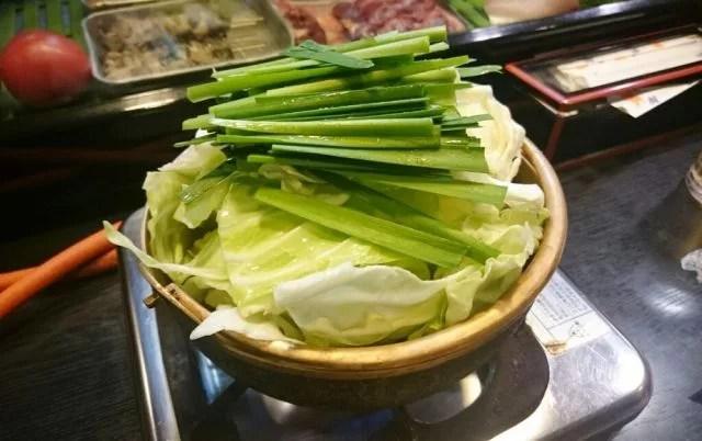 奈良県もつ鍋ランキング⑧野菜がとろける瞬間を楽しむ「半分」