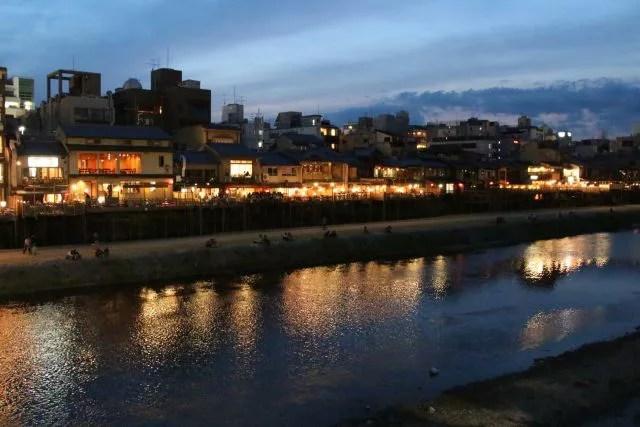 京都四条河原観光スポットランキング⑧まさに京都の風景!鴨川 四条大橋 夕景