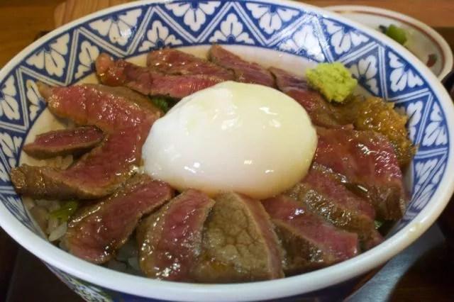 阿蘇名物グルメ①阿蘇といえばあか牛!気軽に味わえる「あか牛丼」