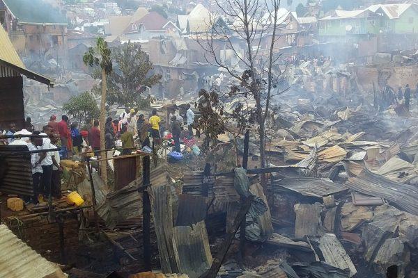 """Incendie  de paysage à  Bukavu : """"La personne morte est une vieille femme enfermée dans la maison régulièrement suite à  ses incapacités dû  à  son âgé """" (Voisins)"""