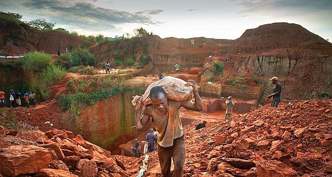 Sud-Kivu : Les miniers interdits de retirer 10 000 dollars dans les banques