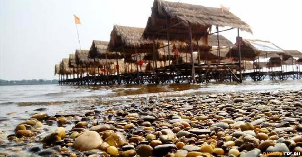 Пляж в провинции Накхонпханом ★ Экскурсии и туры по Таиланду.