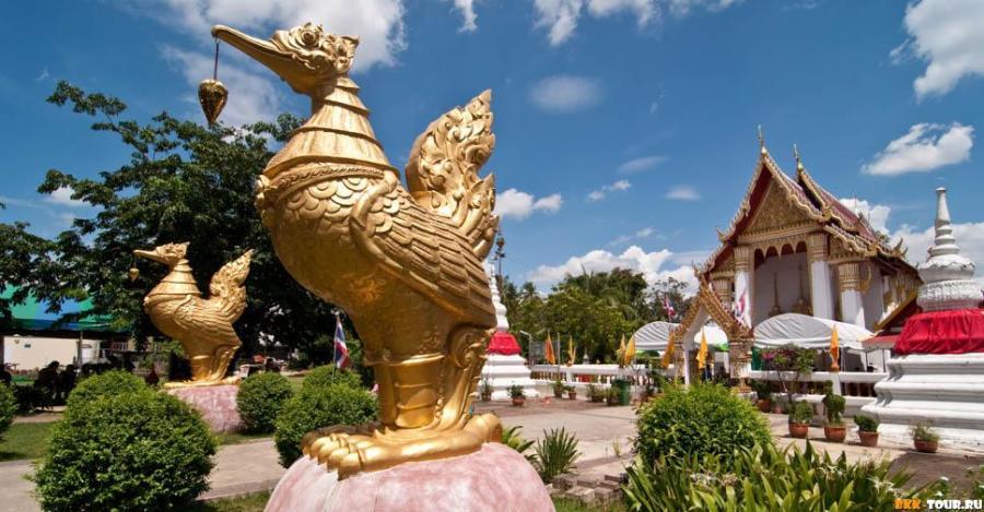 Wat on Pak Kret island north of Bangkok, Thailand.
