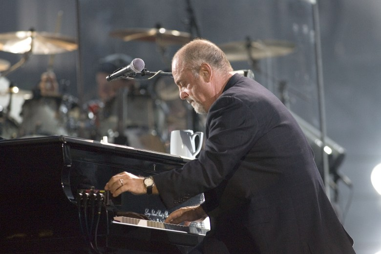 Billy Joel's concert New Year's Eve sets attendance record at Barclays Center