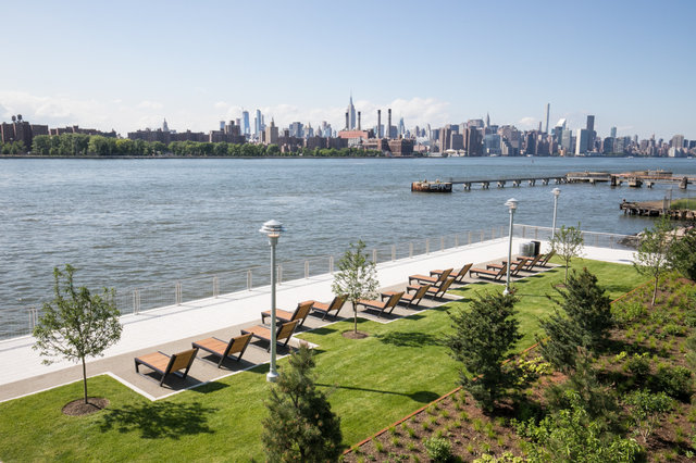 First Look At Williamsburg's Gorgeous New Domino Park On The East River