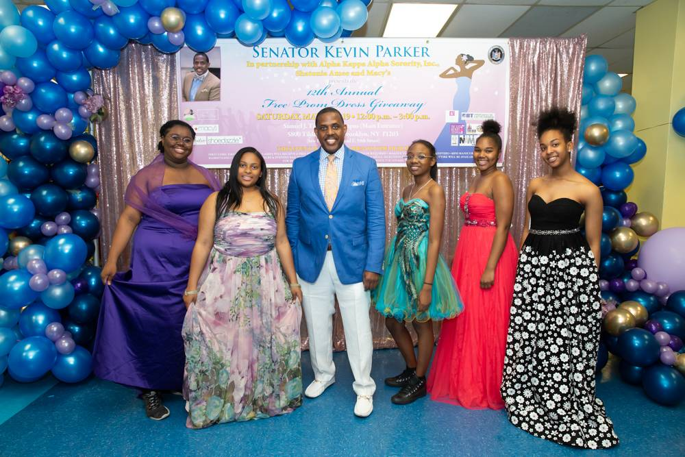 Brooklyn high school seniorswere treated to the ultimate pre-promexperience on Saturday as part of State Senator Kevin Parker's 12th annual Prom Dress Giveaway.