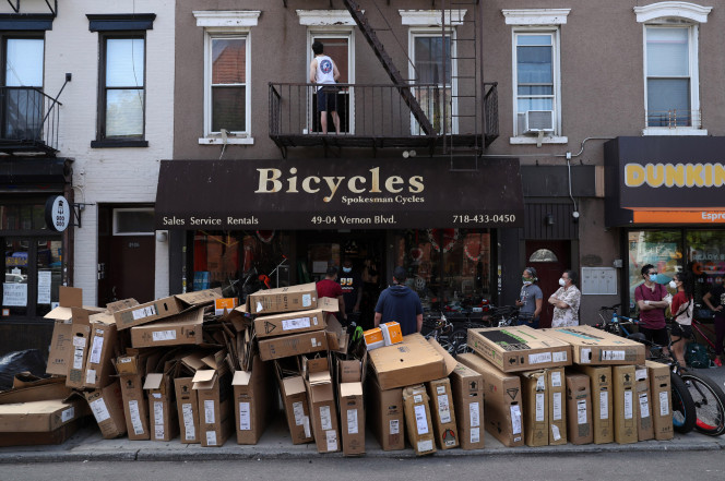 Long lines outside NYC bike stores as people avoid public transportation