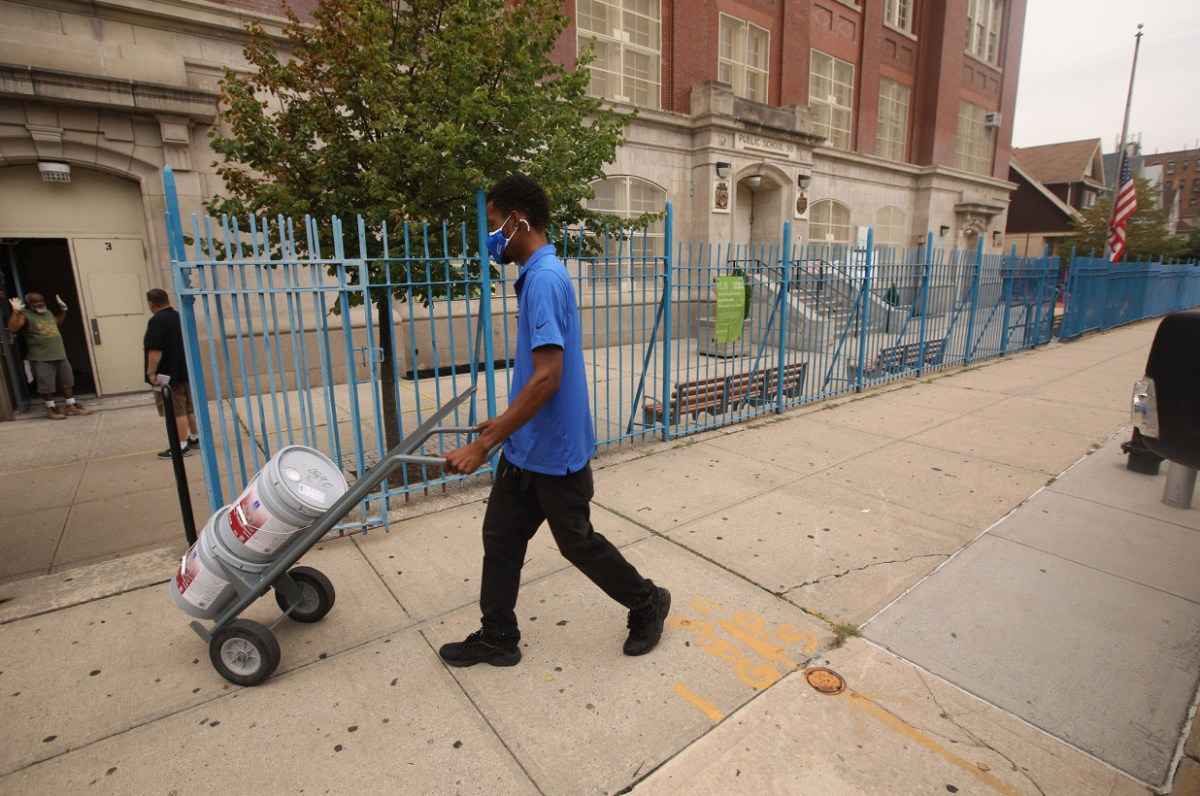 'Ticking time bomb': Toxic lead paint found in 900 NYC classrooms