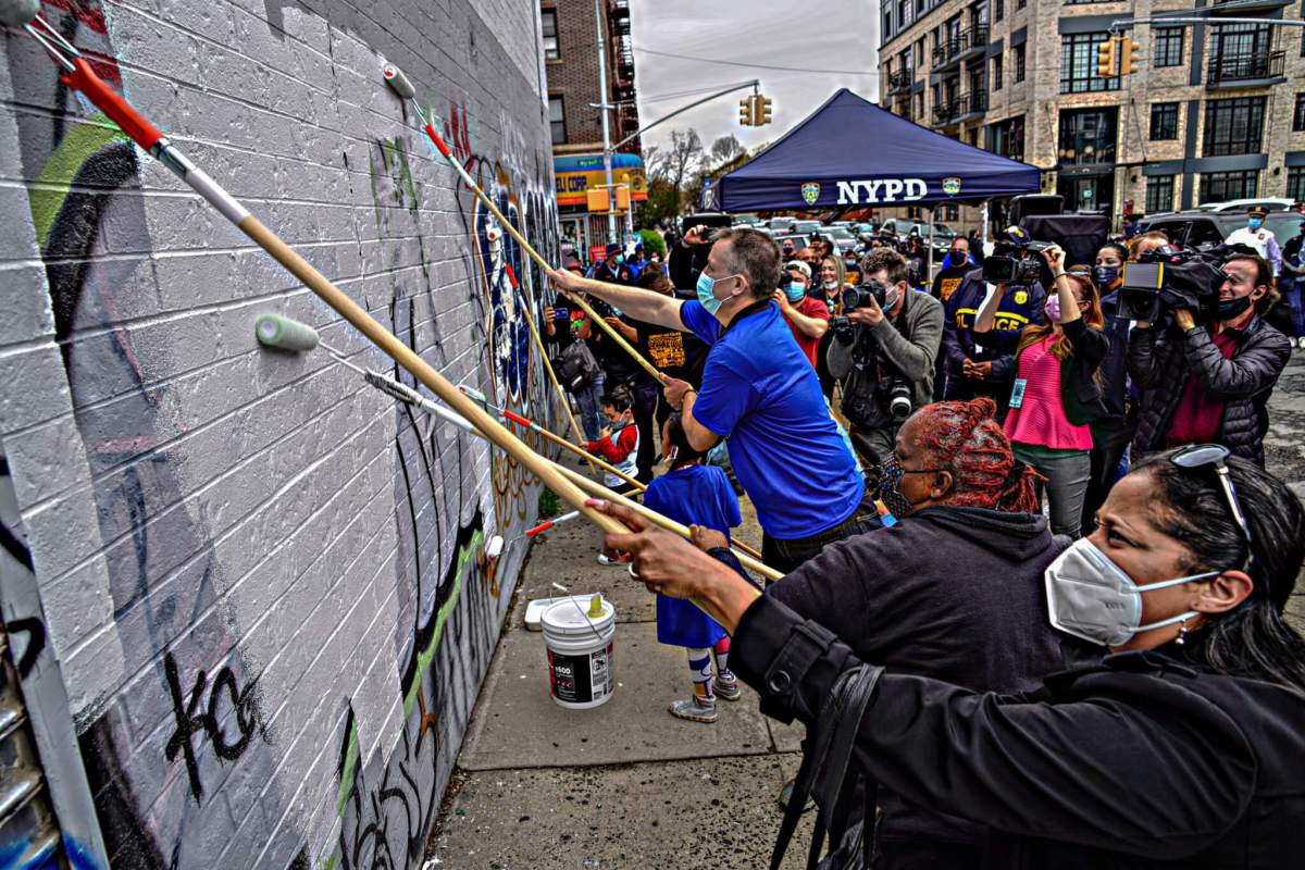 NYPD hosts graffiti cleanup in Brooklyn