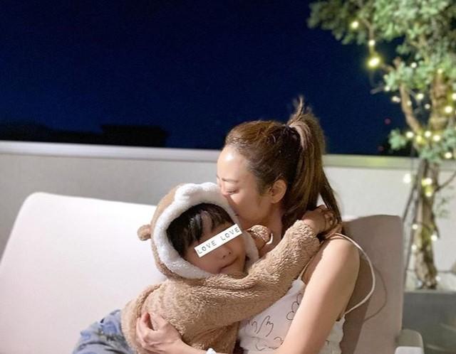 神崎恵 子供との画像