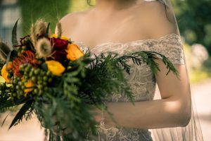 Top 5 wedding trends 2018 featuring woodland theme flower bouquet