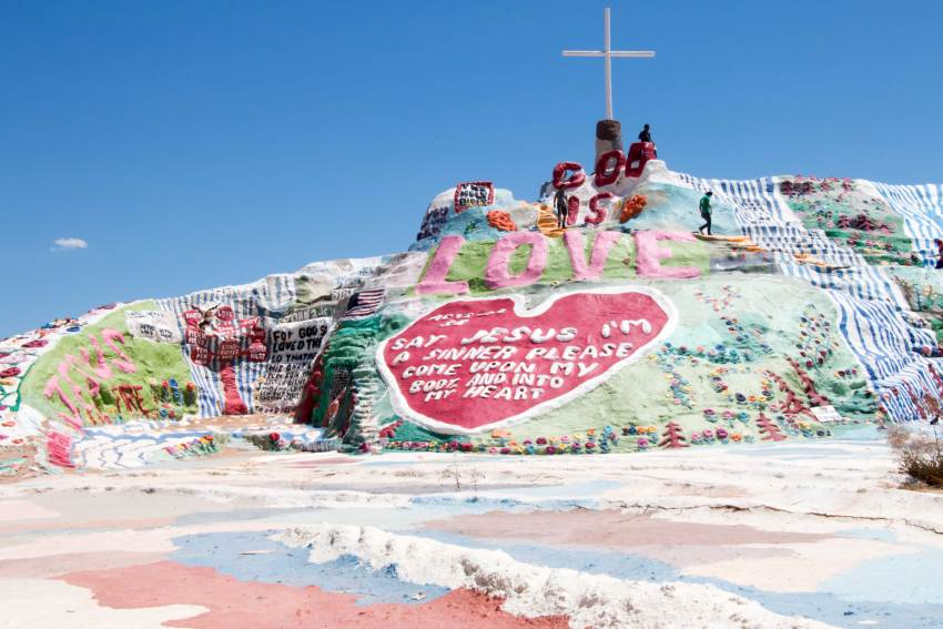 weekend-roadtrip-salvation-mountain-7