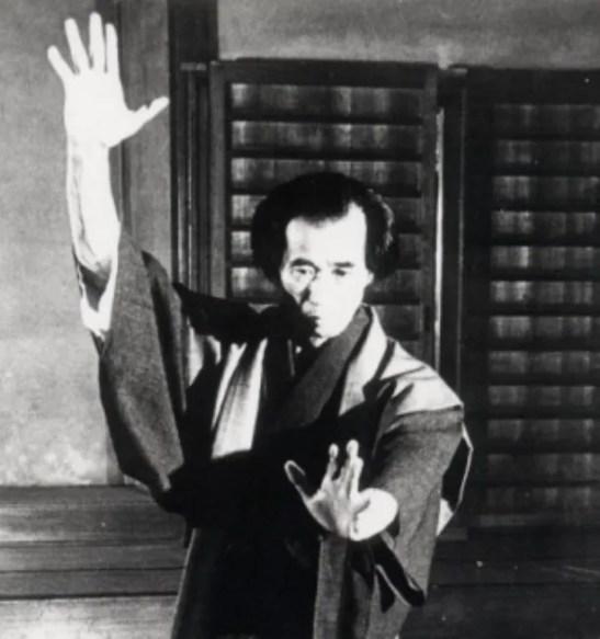 Sensei en la práctica de artes marciales