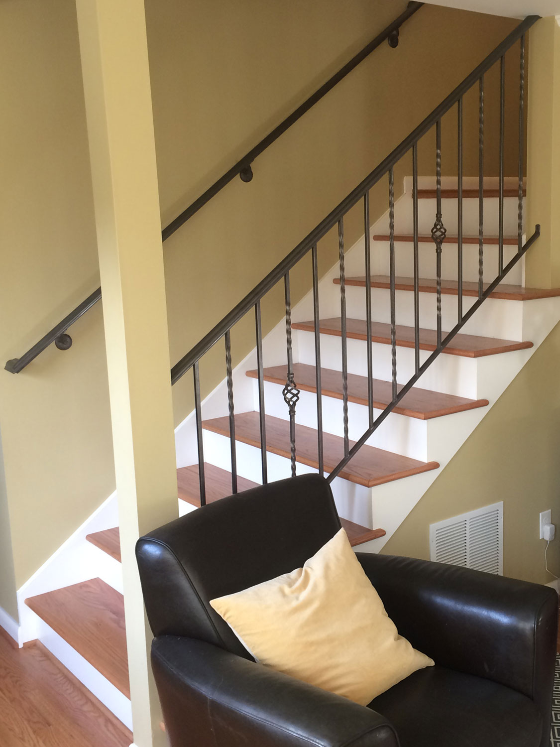 Traditional Handrail And Guardrail For Interior Stairs